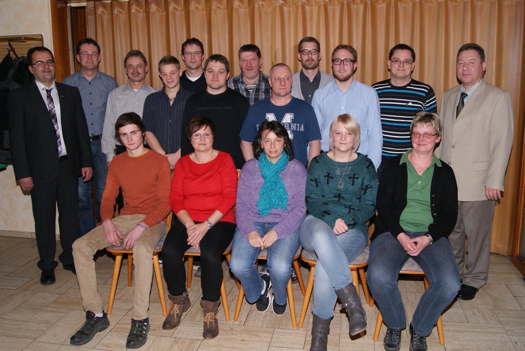 Das Bild zeigt die Geehrten mit dem 1. Vorsitzenden Willi Schreiber (ganz links), dem 2. Vorsitzenden Rainer Grieble (2. von links), sowie Heiko-Peter Melle vom Blasmusikverband (ganz rechts)